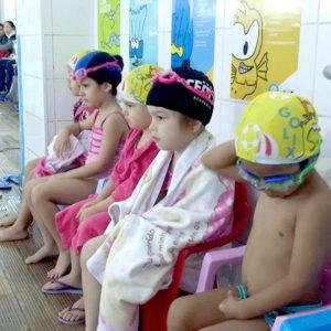 imagem alunos natacao infantil maringa